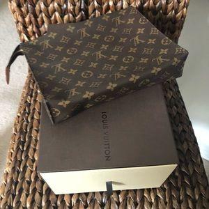 Louis Vuitton Poshe Toilette 26